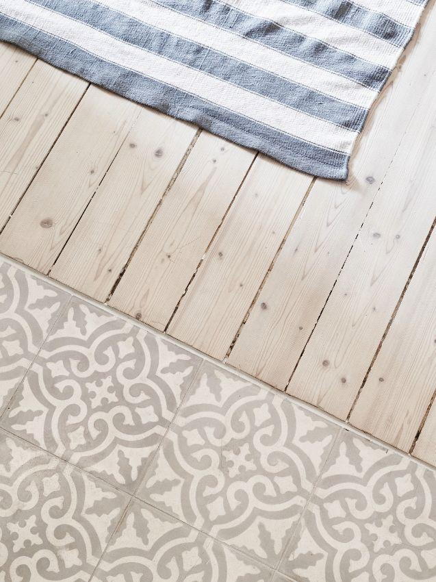 Küchen-Fußboden Holz und Fliesen