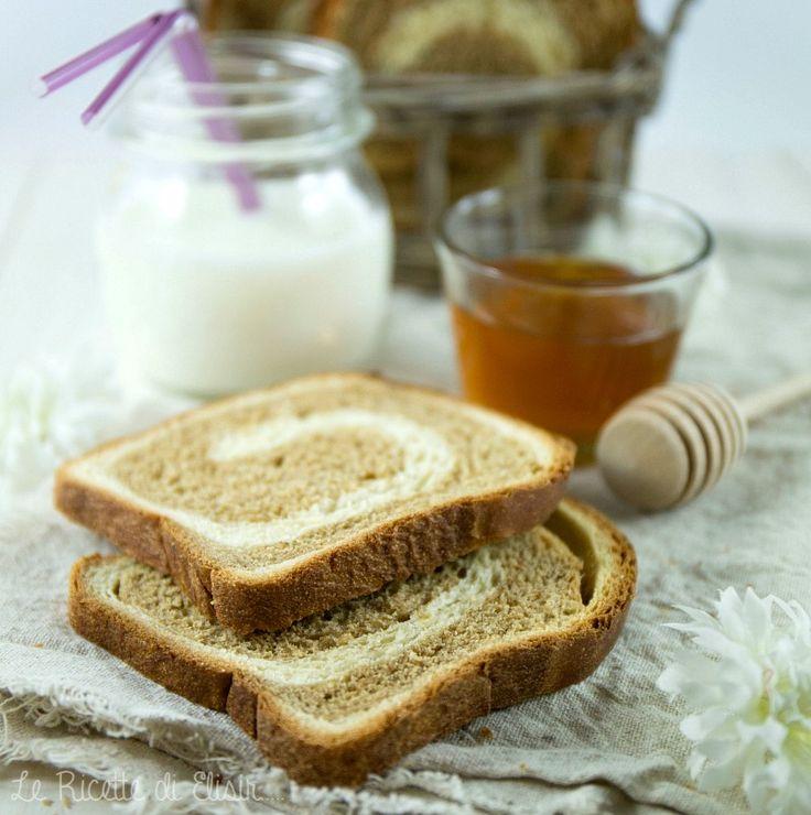 fette biscottate homemade bicolori al latte e miele http://blog.giallozafferano.it/ricettedielisir/fette-biscottate-bicolori-al-latte-miele/
