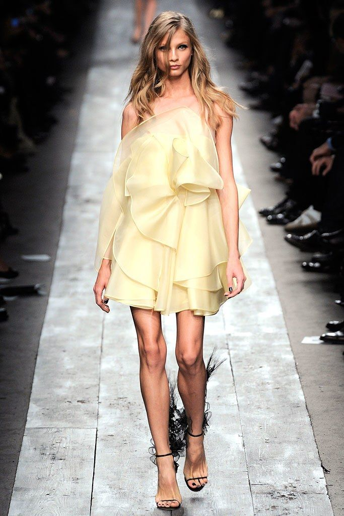 Valentino Spring 2010 Ready-to-Wear Collection Photos - Vogue