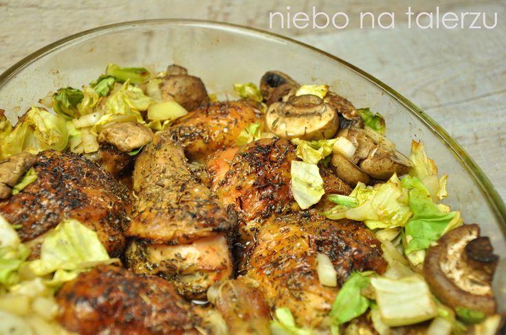 Niezbyt kłopotliwe i zupełnie niepracochłonne danie, które będzie odpowiednie na niedzielny obiad, gdy nie mamy ochoty na długie stanie w ku...