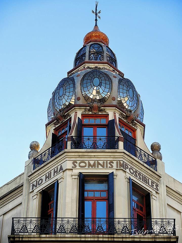 """Casa """"No hay sueños imposibles"""" (Av. Rivadavia 2009) Art Nouveau Architecture in Buenos Aires"""