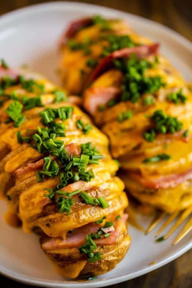 Diese mit Schinken und Käse gefüllten Hasselback-Kartoffeln sind die … – F …   – Make Good Things