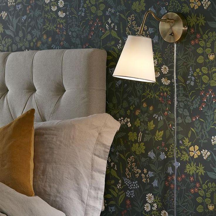 Tindra är en klassisk sänglampa från Markslöjd med mässingfärgad kropp och vit textilskärm. https://buff.ly/2m7sEnp?utm_content=buffer1f7f0&utm_medium=social&utm_source=pinterest.com&utm_campaign=buffer