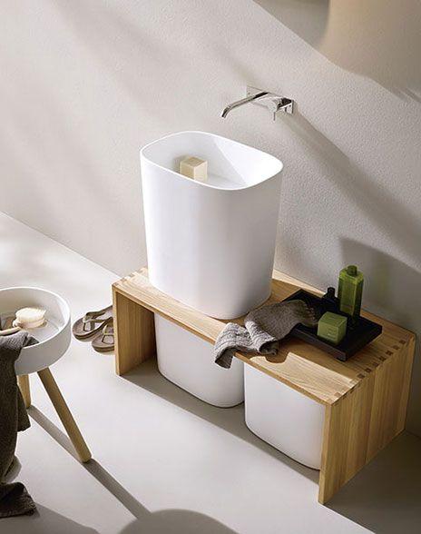 umywalka wolnostojąca z drewnianą półką