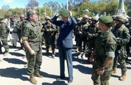 Demostraciones del Mando de Operaciones Especiales #MOE del Ejército de Tierra #JEME http://wp.me/p2n0XE-57j vía @juliansafety @segurpricat  El ministro se coloca la boina verde de la unidad