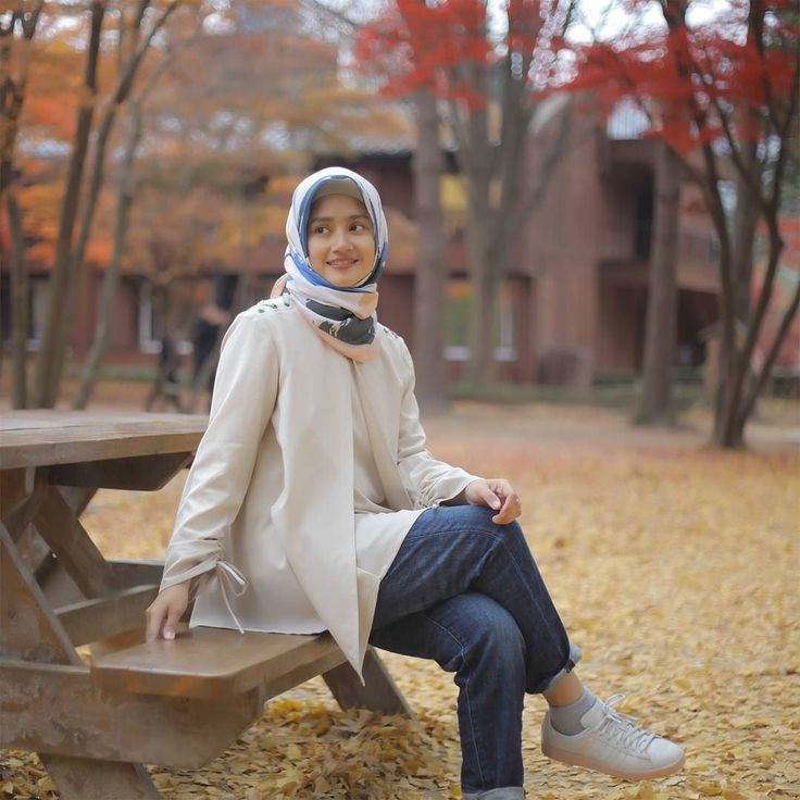 """""""Autumn shows us how beautiful it is to let things go"""" . Top : Hongi Top by @eclemix . Get this top now exclusive at :  www.eclemix.com Or reach our admin contact :  line@ : @eclemix  WA : 081326004010 . Happy shopping  . #hijab #fashion #hijabfashion #ootd #beauty #nami #visitkorea"""
