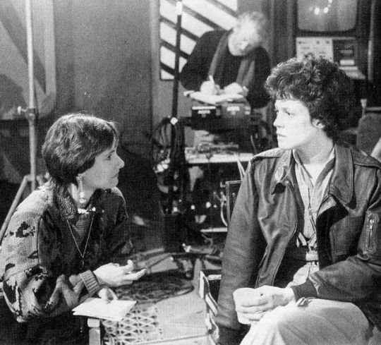 Gale Anne Hurd and Sigourney Weaver on the set of Aliens (1986)