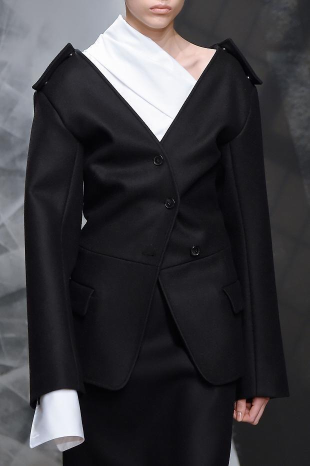 http://www.fashionising.com/runway/b--jil-sander-details-aw-16-98504.html