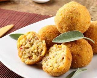 Boulettes panées cuites au four avec les restes de riz cuit et jambon : http://www.fourchette-et-bikini.fr/recettes/recettes-minceur/boulettes-panees-cuites-au-four-avec-les-restes-de-riz-cuit-et-jambon.html