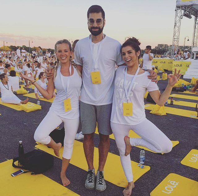 @AbeilleGelinas couldn't make it so... Thanks for this grand moment @oikos_canada. #Yoga with over 7,000 people was indeed special. And thanks for keeping me company ladies! @sarahcout @fanshionbeauty. #EscapeMoment #MomentDEvasion​.#Lolewhite #Montreal #blessup🙏