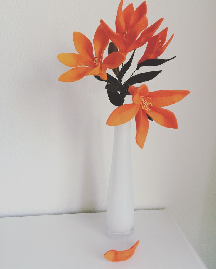 Prachtige oranje lelie van wolvilt. #feltflowers   www.be-flowerd.nl