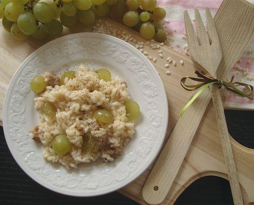 Risotto all'uva e salsiccia