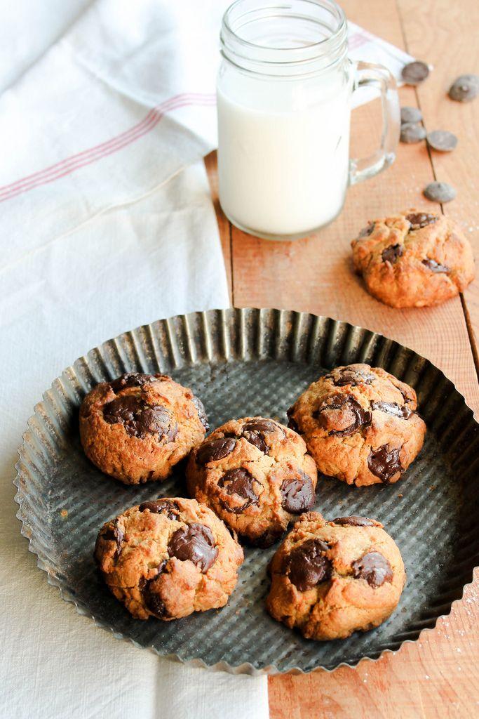 Cookies au beurre de cacahuètes {vegan} - Ingrédients : 180 g de farine, 155 g de chocolat noir, 80 g de sucre complet, 120 g de beurre de cacahuètes...