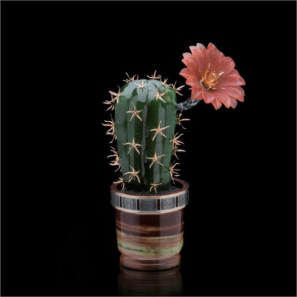 """Кактус """"Olmeca"""". Джамбульский халцедон, нефрит, яшма, серебро. Камнерезное искусство. Cactus """"Olmeca"""". Dzhambul chalcedony, jade, jasper, silver. Gemstone carving art."""