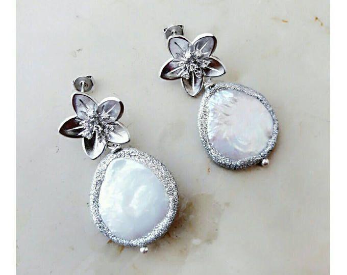 Gioielli da sposa, orecchini di perle, orecchini di damigella d'onore, orecchini di nozze, regalo per la sorella, boho orecchini, orecchini fiore, regalo da Damigella
