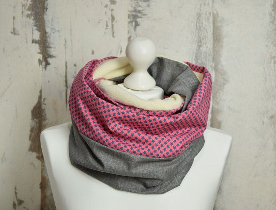 #DoubleLoop #InfinityScarf #WarmScarf #ChunkyScarf #BeigeScarf #pinkscarf #BicolorScarf #Doublesided #WinterScarf