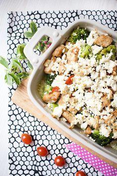 Brokkoli-Tomaten-Auflauf mit Hähnchen ~500 kcal (4 Port., Ricotta statt Sahne, 100g Feta/Käse)