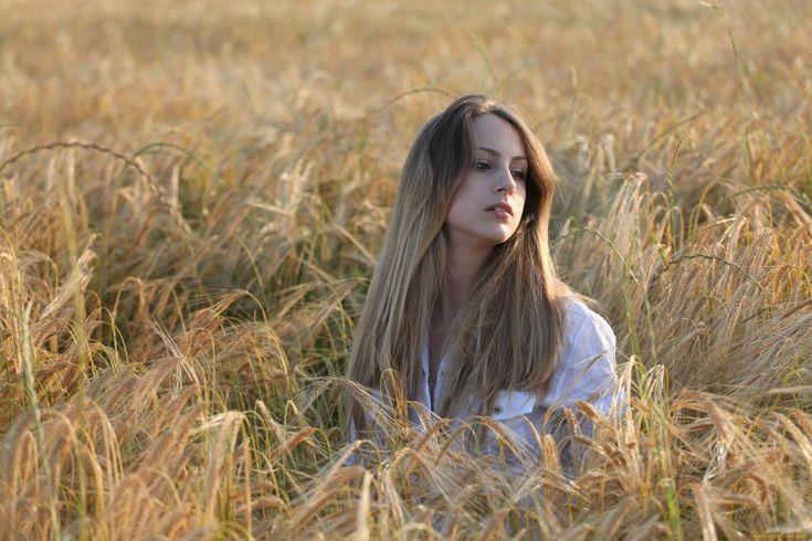 Есть у слова «Русь» и ещё одно значение, которое я не вычитал в книгах, а  услышал из первых уст от живого человека. На севере, за лесами, за  болотами, встречаются деревни, где старые люди говорят по-старинному.  Почти так же, как тысячу лет назад. Тихо-смирно я жил в такой деревне и  ловил старинные слова. Моя хозяйка Анна Ивановна как-то внесла в избу  горшок с красным цветком. Говорит, а у самой голос подрагивает от  радости: - Цветочек-то погибал. Я его вынесла на русь — он и зацвёл…