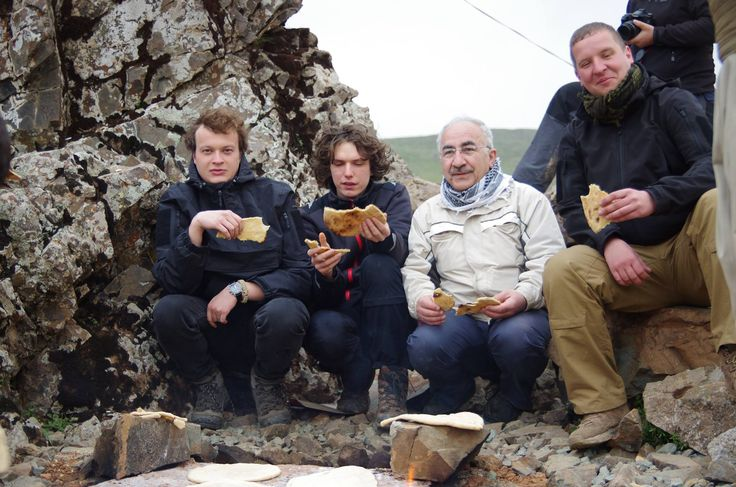 kurdish people kurdistan Yekta Uzunoglu -  chleba kurdských bojovníků Peshmarga 3.4.2016