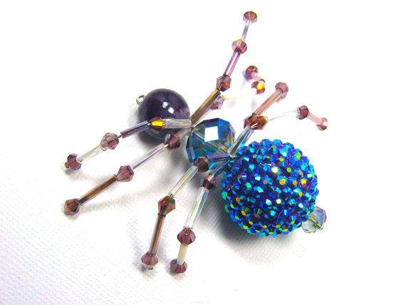 Hey, diesen tollen Etsy-Artikel fand ich bei https://www.etsy.com/de/listing/191946879/crystal-beaded-spider-halloween-decor
