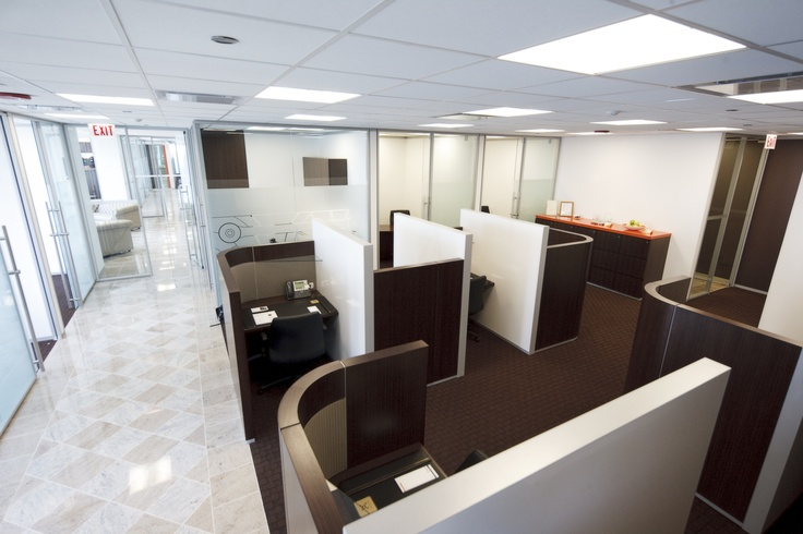 Need a quick space to make a call while in downtown Chicago - Check out our Business Lounge