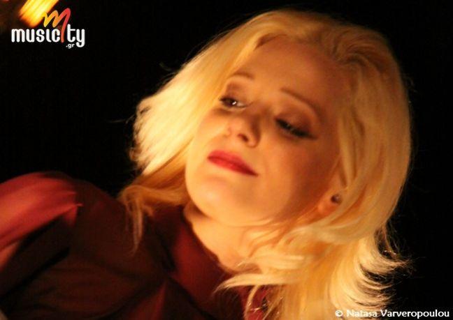 Το musicity.gr επιλέγει το τραγούδι της εβδομάδας 25/8! Νατάσσα Μποφίλιου & Μανώλης Φάμελλος «Ένα Φιλί από Δυόσμο»    «Όλη η σιωπή, σ' ένα φιλί...» Μ' ένα μυρωδάτο φιλί έμελε να συναντηθούν μουσικά, για πρώτη φορά, η Νατάσσα Μποφίλιου με τον Μανώλη Φάμελλο. Και τι συνάντηση! Αλλαγής και νέου αέρα.
