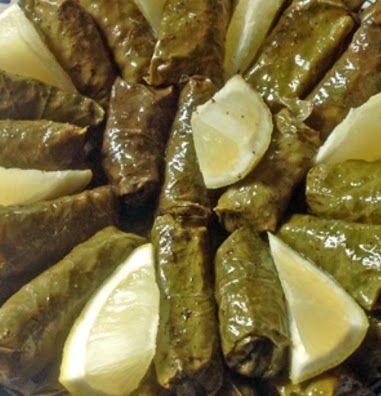 Gevulde wijnbladeren (zeytinyağlı yaprak sarması) zijn erg lekker en worden in heel Zuid-Oost-Europa en het Midden Oosten veel gegeten. Je...