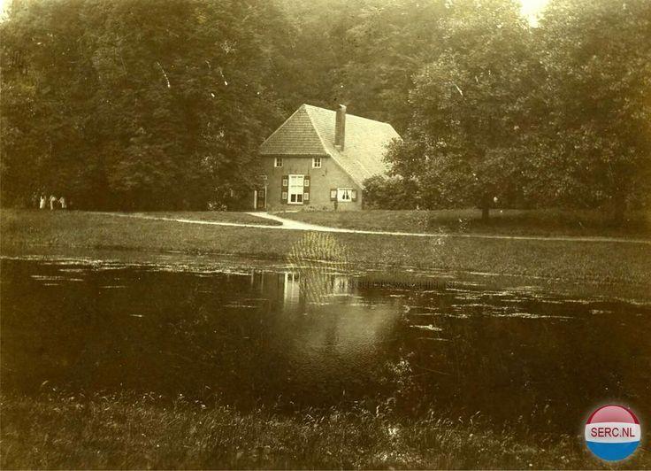 De Grote Vijver in Park Sonsbeek met de Boerderij Sonsbeek in 1901