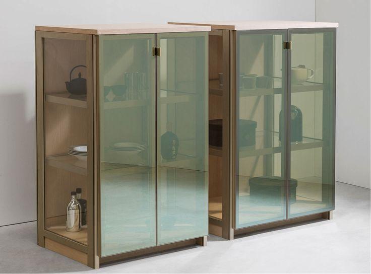 A Linha Crystal Case, da Ornare, com sua aparência sofisticada de vitrine, possui diversas funcionalidades, como #estante ou #louçaria, para qualquer ambiente, do #closet à #cozinha. Fantástica!! #Ornare #design #interiores #interior