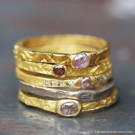 bagues et anneaux en or jaune ou palladié 18 carats ou platine sertis de diamants de couleur ou diamants blancs de la créatrice Esther Assouline pour l'Atelier des Bijoux Créateurs