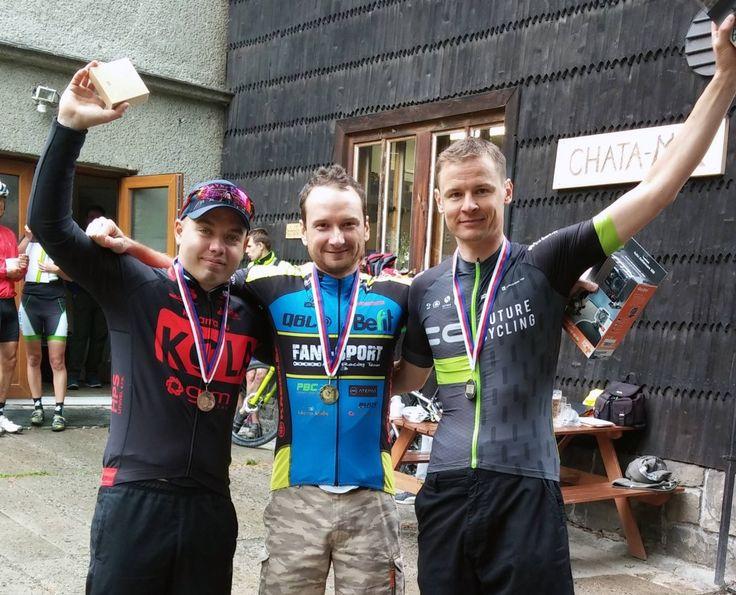 """""""W Czechach nie ma łatwych wyścigów."""" Tak Rafał Nogowczyk z drużyny Kreidler Fan-Sport MTB Racing Team podsumował wyścig cross-country (xc), który odbył się w czeskiej miejscowości Rožnov pod Radhoštěm. Konsekwentnie realizowana strategia i wieloletnie doświadczenie przyczyniły się do zwycięstwa! """"Łatwo nie było, ale takie zwycięstwa cieszą najbardziej :)"""" – dodaje kolarz Kreidler Fan-Sport MTB Racing Team. Relacja zawodnika z wyścigu: bit.ly/25YJyAZ"""