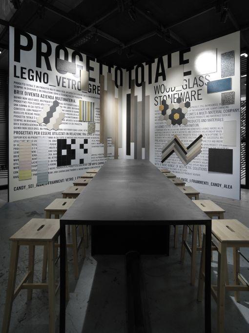 ultimo aggiornamento dal  Cersaie 2015…. outfit rivestimenti con scala cromatica, mix di forme e dimensioni, studio innovativo e divertente per progettare superfici personalizzate.