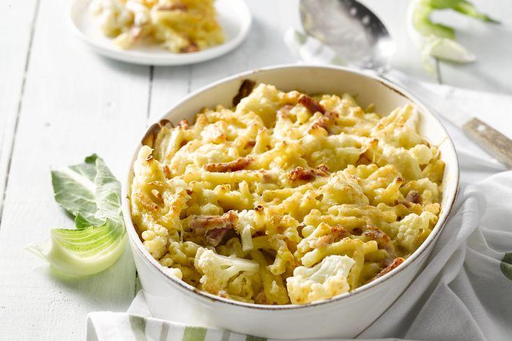 Een heerlijk bord comfort food, deze macaroni met bloemkool, een mengeling van twee kazen en reepjes ham. Heerlijk voor jong en oud!