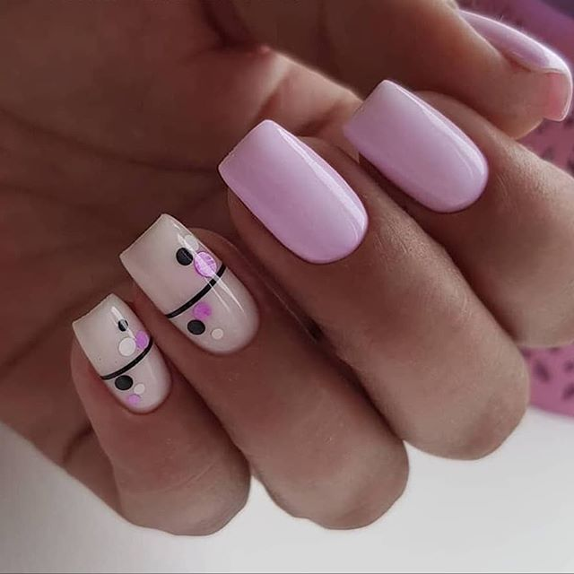 Simple lines dress on the nails, elegant atmosphere, very suitable for spring and summer dress.
