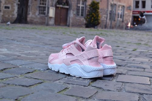 "Nike Air Huarache ""Flamant Rose""Flamingo's spirit, pastel colorFollow us on instagram @trybucustom​ and on facebook on our page Trybu"