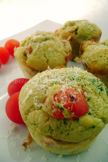 Muffins al pesto ricotta e pomodorin