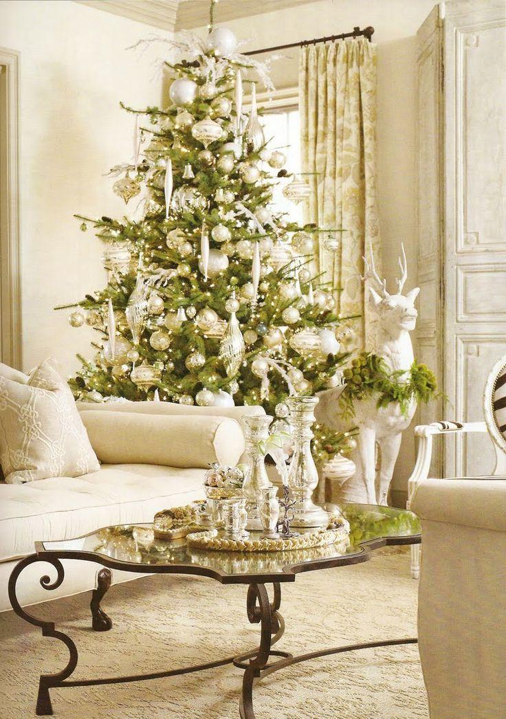 ゴールドと白のクリスマスインテリアのアイデア31