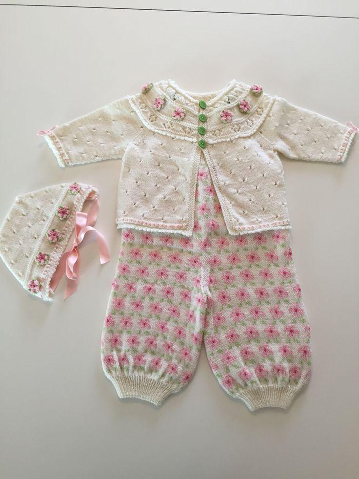 Hentesett strikket i Babyull fra Dalegarn