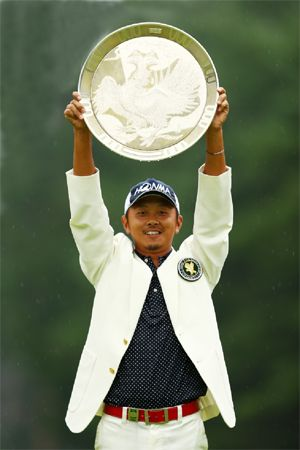 Hiroshi Iwata won his first title at Fujisankei Classic Golf Tournament | News Release | Company Overview | HONMA GOLF