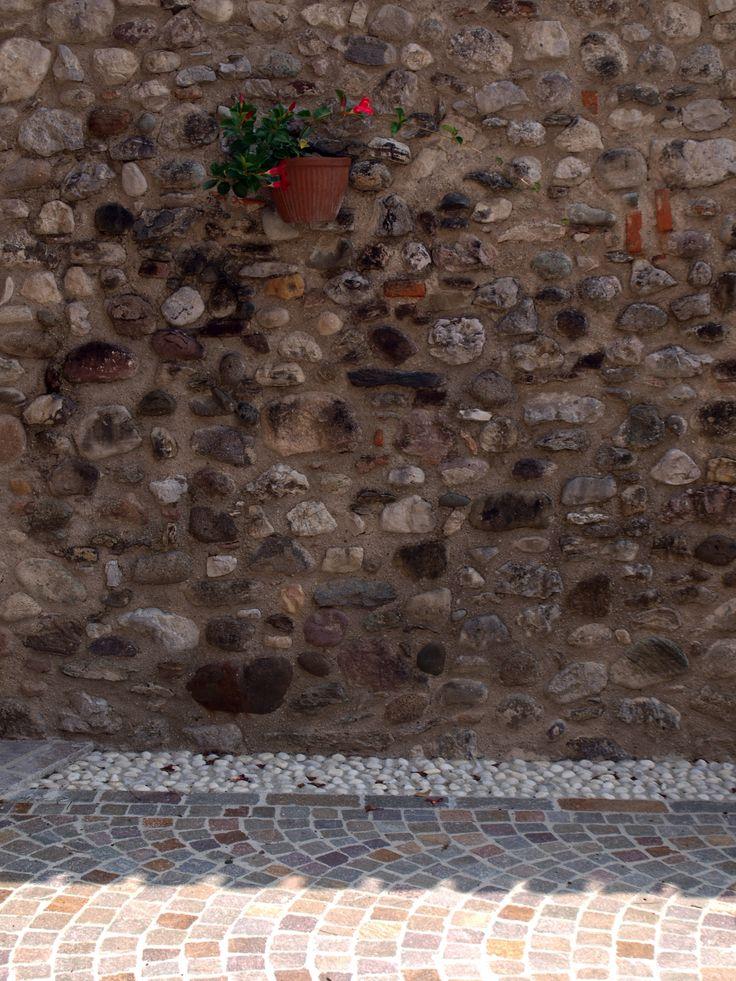 #floor #pool #natural #garen #stone #pebbles #flooring #lovering #italian #ciottoli #porfido #garden #pietra #appiaanticasrl