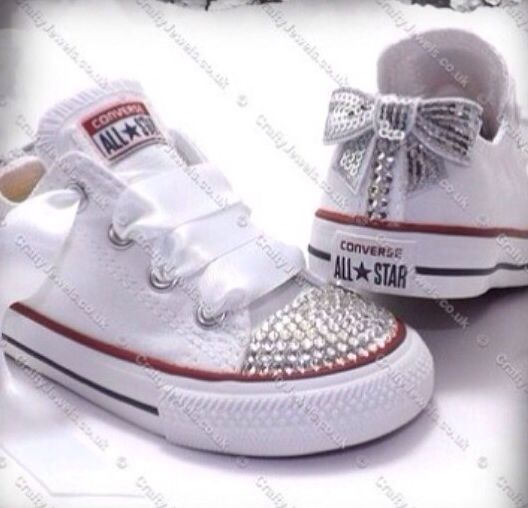DIY sneakers, I can give it a try with some hot glue, beads en silk.