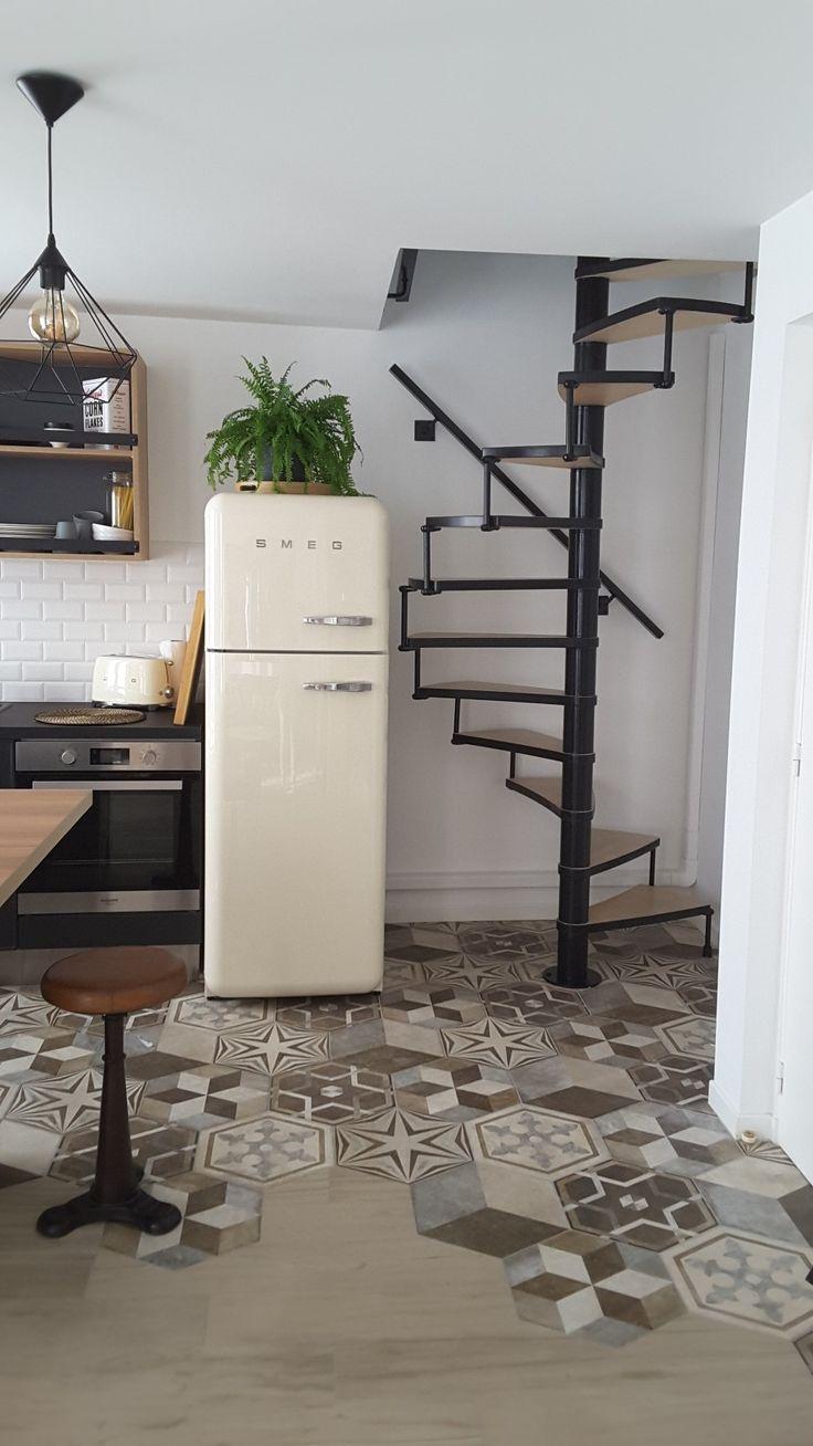 les 25 meilleures id es de la cat gorie frigo vintage sur pinterest frigo retro tabourets de. Black Bedroom Furniture Sets. Home Design Ideas