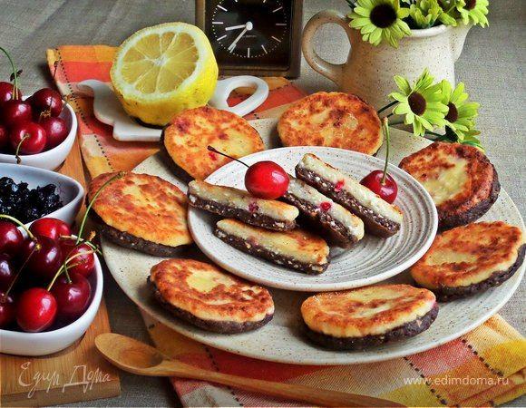 Сырники «Сэндвичи»  Такие «сэндвичи» можно приготовить не только на завтрак, но и взять на работу или в школу. Понравятся всем любителям сырников, а детей заинтересуют оригинальным видом! #готовимдома #едимдома #кулинария #домашняяеда #завтрак #сырники #сэндвичи #оригинальные #чаепитие #ссобойка #дети #перекус