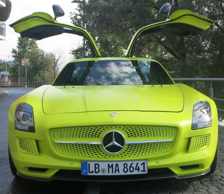 Yellow Dream! [SLS AMG Coupé electric drive   Combined fuel consumption: 26,8 kw/h/100 km   CO2 Emission: 0 g/km]
