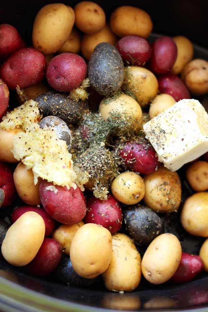 slow-cooker-garlic-roasted-potatoes-2