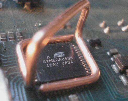 Este é um dessoldador de circuito integrado SMD, que é capaz de dessoldar um CI rapidamentesem danificara placa de circuitoimpresso, usando apenas um