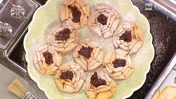 La ricetta delle roselline di carnevale di Anna Moroni del 13 febbraio 2014 - La prova del cuoco