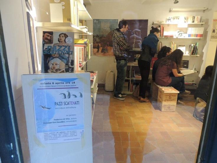Waiting for Pazzi scatenati. La Zona Libreria. Siena. 6 aprile 2013.