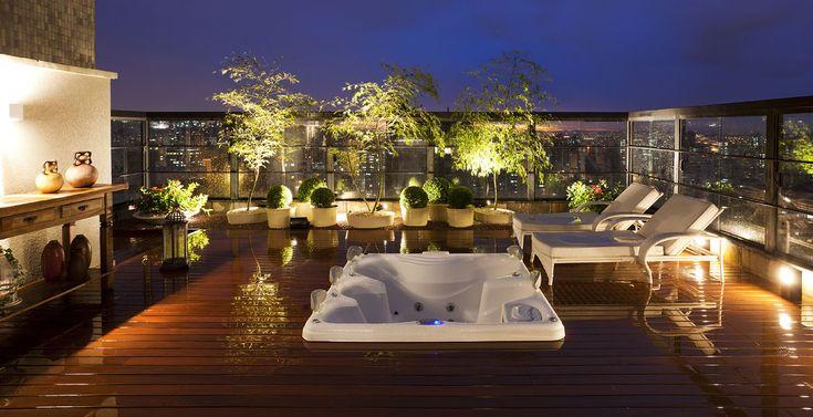 jardim vertical terraco:jardim vertical, com orquídeas e bromélias, traz um pouco de verde