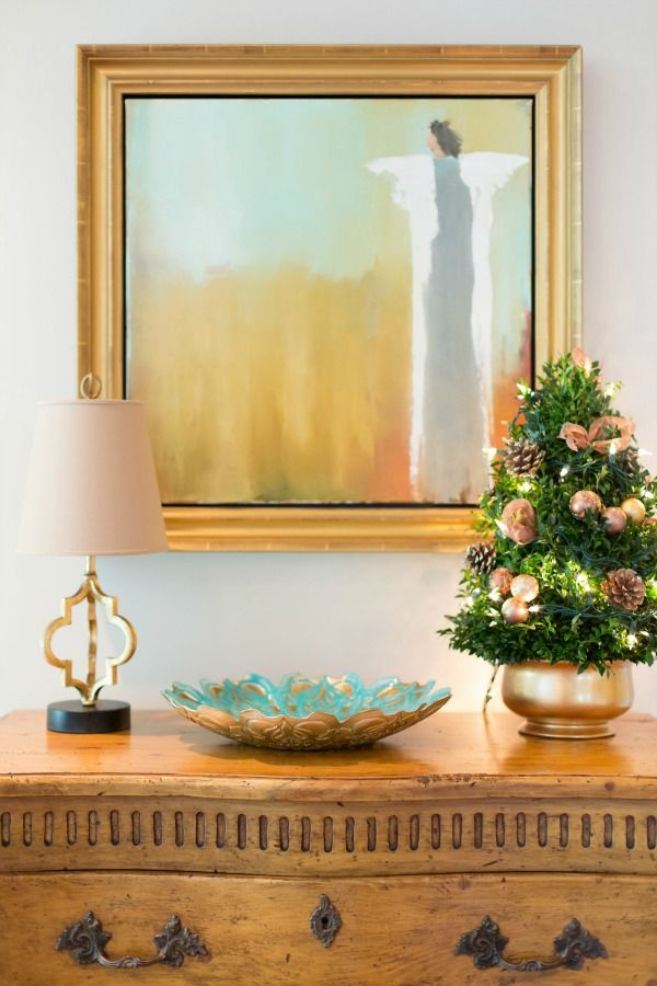 20+ Best Holiday Home Tours - simple and elegant gold decor